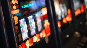 How to Play Online Slots –Expert Tips and Tricks For The Most Played Casino Games